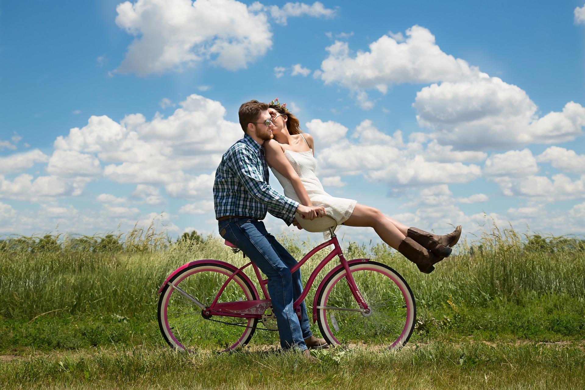 Gode tips til at holde gnisten i parforholdet i gang i en travl hverdag